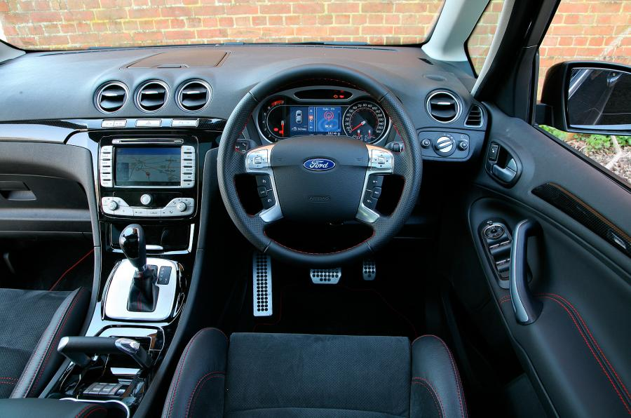 adorable-design-of-the-black-and-silver-steering-wheels-ideas-with-silver-dash-accents-as-the-ford-s-max-2015-interior