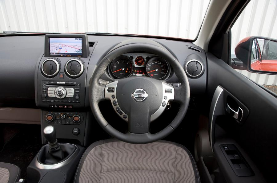 adorable-design-of-the-black-dash-added-with-black-and-silver-steering-wheels-as-the-nissan-qashqai-2014-interior