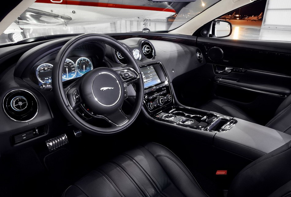 adorable-design-of-the-black-seats-ideas-addd-with-black-dash-as-the-jaguar-xe-2015-interior-ideas
