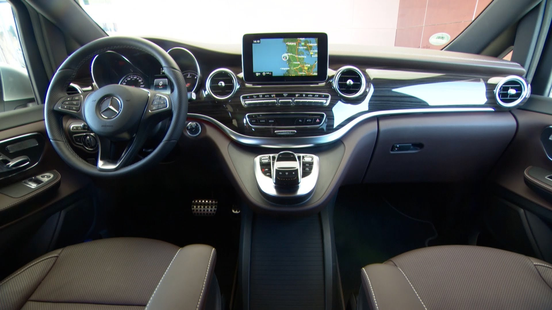 adorable-design-of-the-grey-seats-ideas-with-black-and-grey-dash-as-the-mercedes-benz-v-class-2015-interior