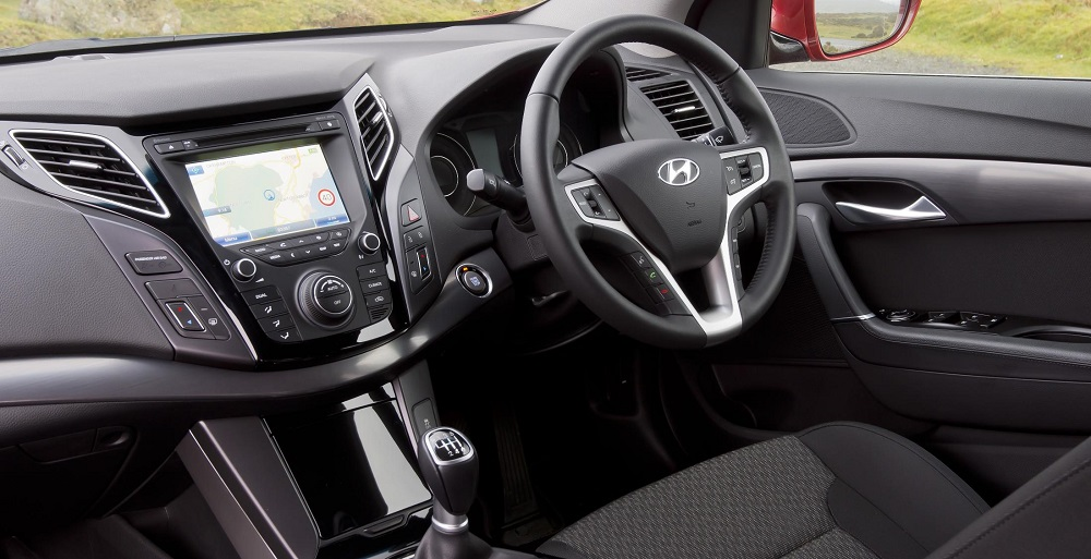 adorable-design-of-the-silver-and-black-steering-wheels-ideas-added-with-black-dash-ideas-as-the-peugeot-308-2014-interior-ideas