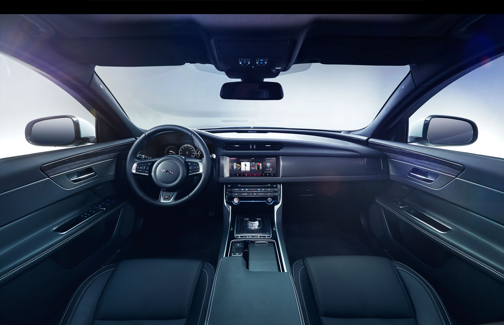 amazing-design-of-the-black-leather-seat-added-with-black-dash-as-the-jaguar-xe-2015-interior