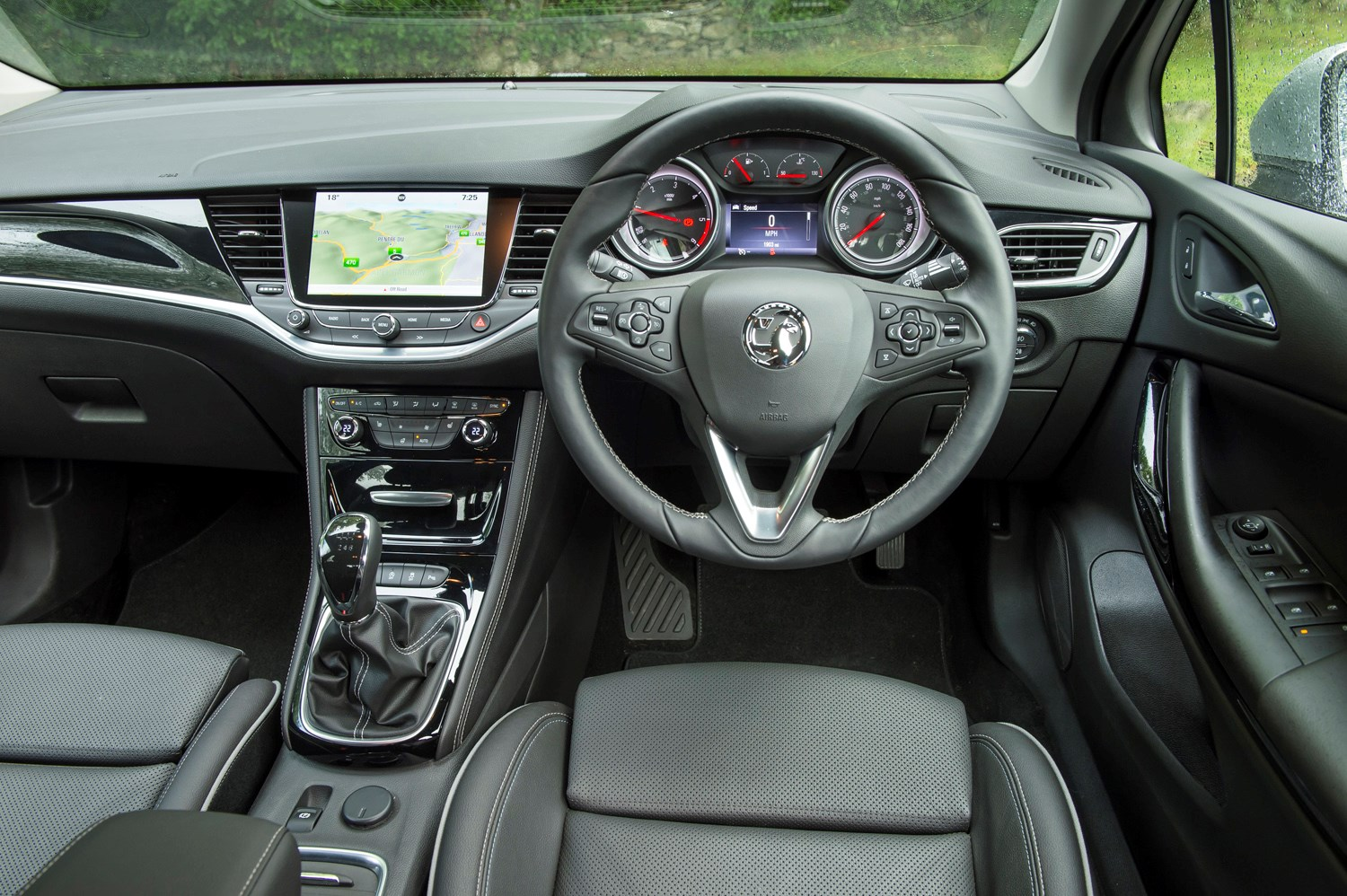 amazing-design-of-the-black-leather-steering-wheel-vauxhall-astra-sports-tourer-2016-interior