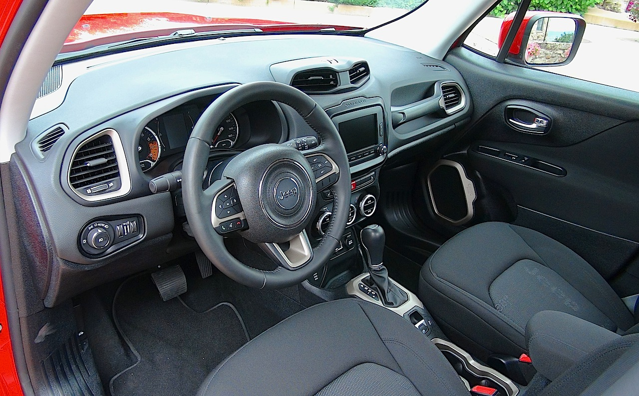 amazing-design-of-the-black-seats-and-dashboard-ideas-of-the-jeep-renegade-2015-interior