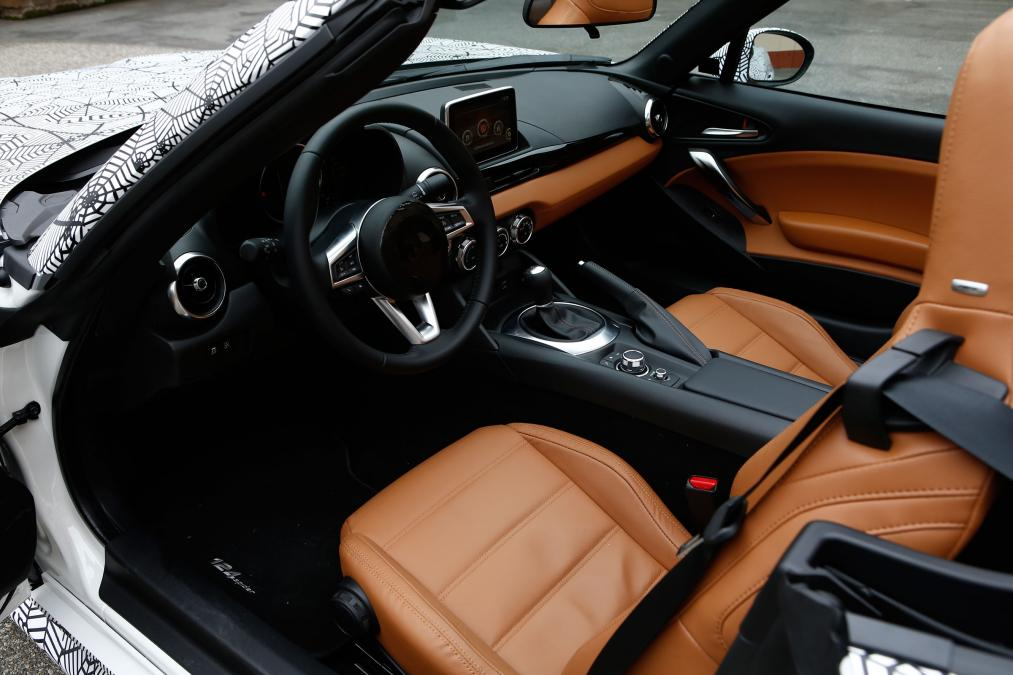 amazing-design-of-the-brown-leather-seats-ideas-with-black-steering-wheel-as-the-fiat-124-spider-2016-interior