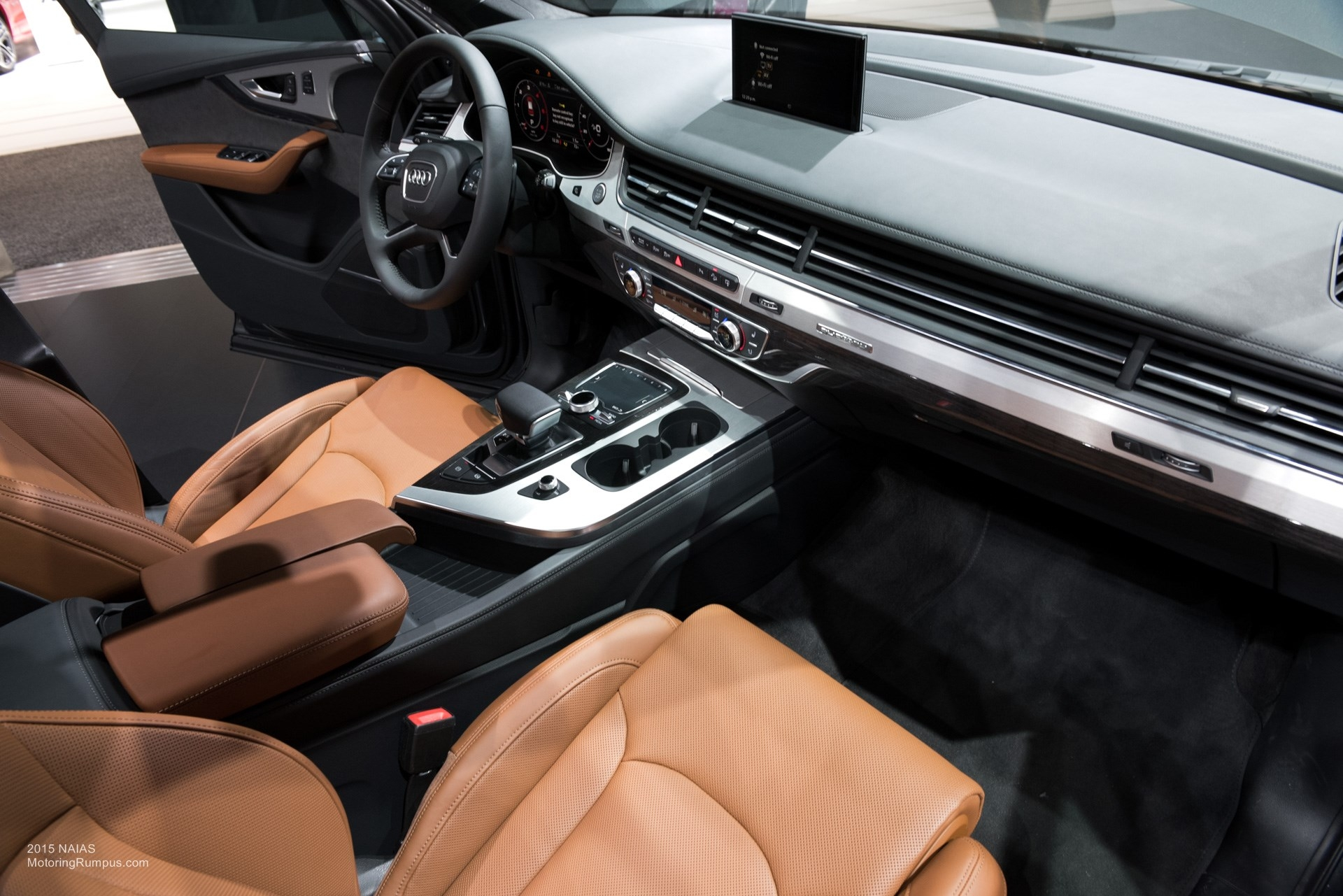 amazing-design-of-the-brown-seats-ideas-with-black-dash-as-the-audi-q7-2015-interior-ideas