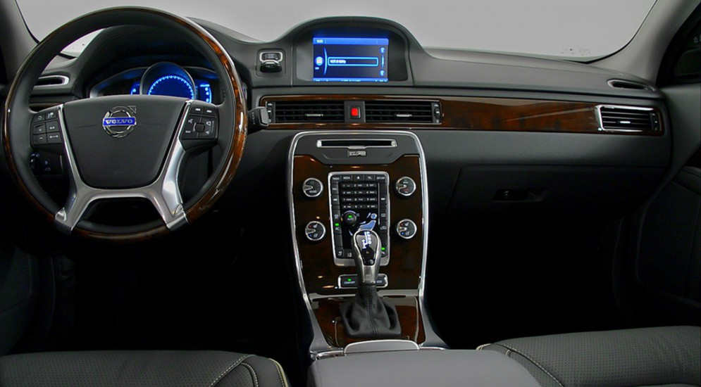 amazing-design-of-the-volvo-s90-2016-interior-with-black-dash-with-wooden-accent-ideas-as-the-volvo-s90-2016-interior-ideas
