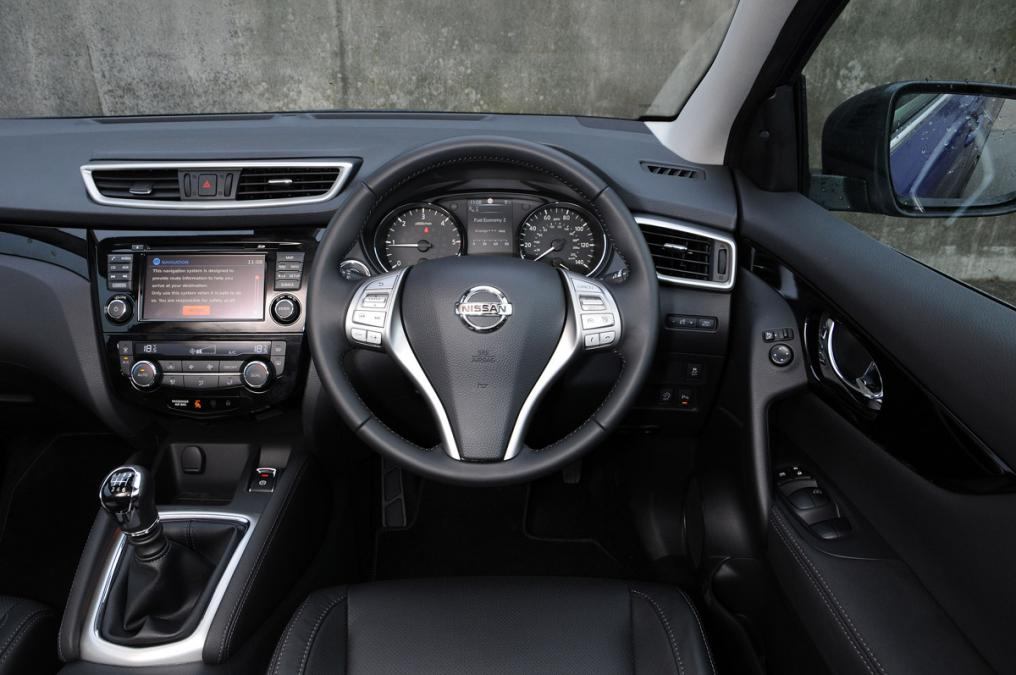 amusing-desig-of-the-black-dash-added-with-black-steering-ideas-with-nissan-qashqai-2014-interior-ideas