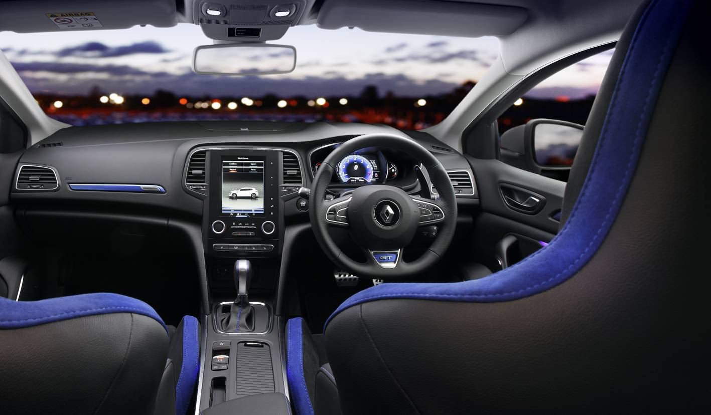 amusing-design-of-the-black-and-blue-leather-seats-as-the-renault-megane-hatch-2016-interior