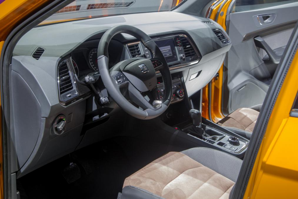 amusing-design-of-the-black-dash-and-steering-wheels-ideas-with-brown-seats-ideas-as-the-seat-ateca-2016-interior-ideas