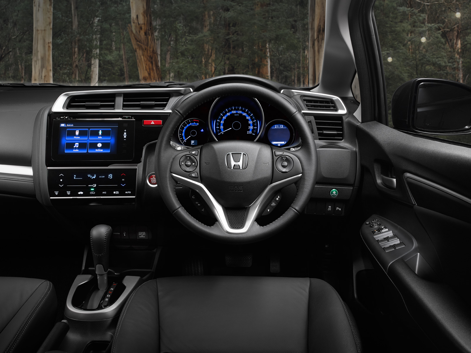 The Jazz's dash and the rest of the interior design works together seamlessly putting everything within your eyeline and at easy reach at all times.