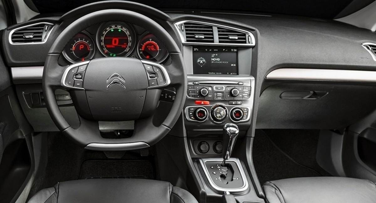 amusing-design-of-the-black-dash-ideas-with-grey-seats-and-black-steering-wheels-ideas-as-the-citroen-c4-2015-interior