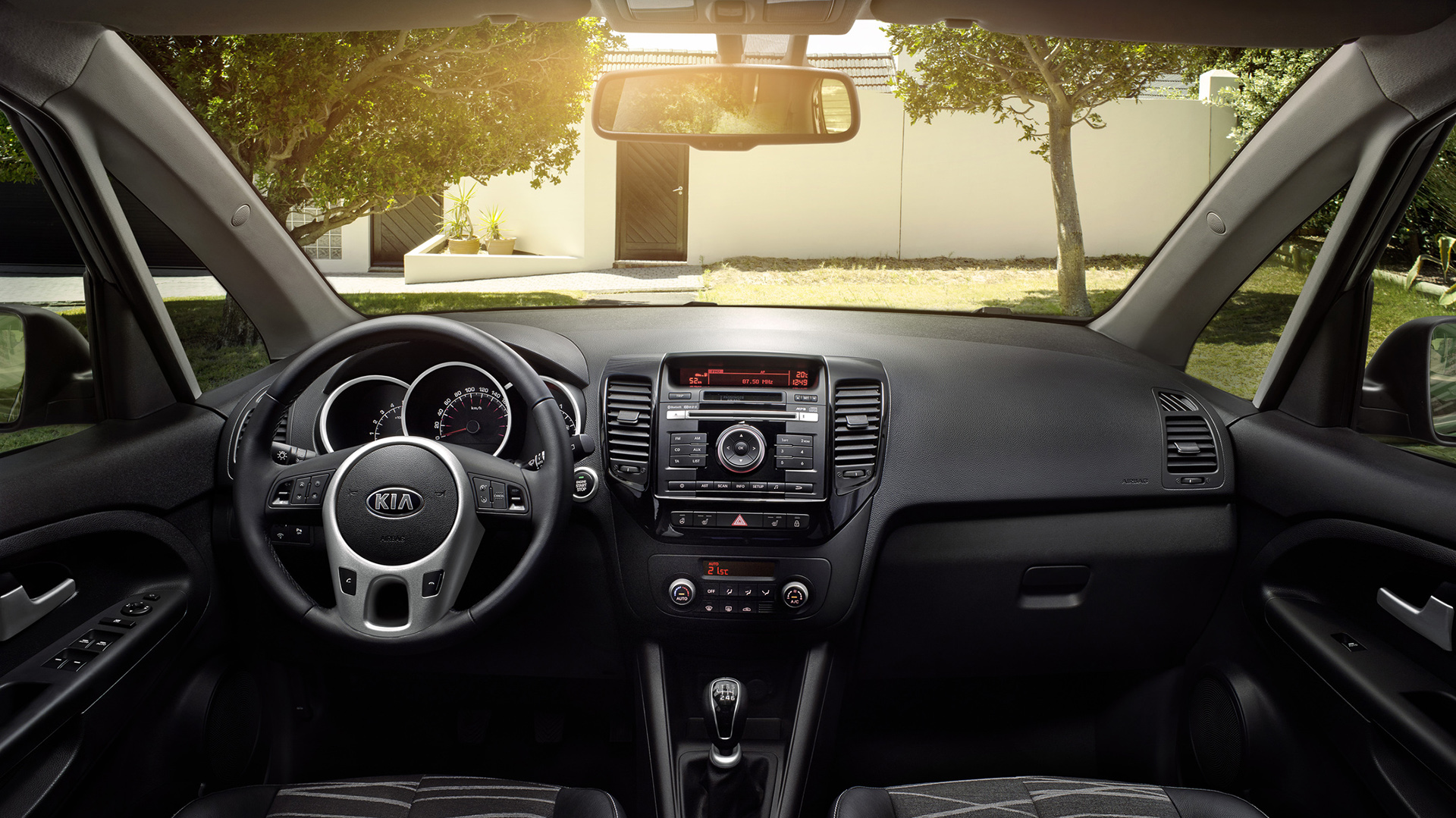 astonishing-design-of-the-black-dash-added-with-black-mp3-player-as-the-kia-venga-2015-interior-ideas