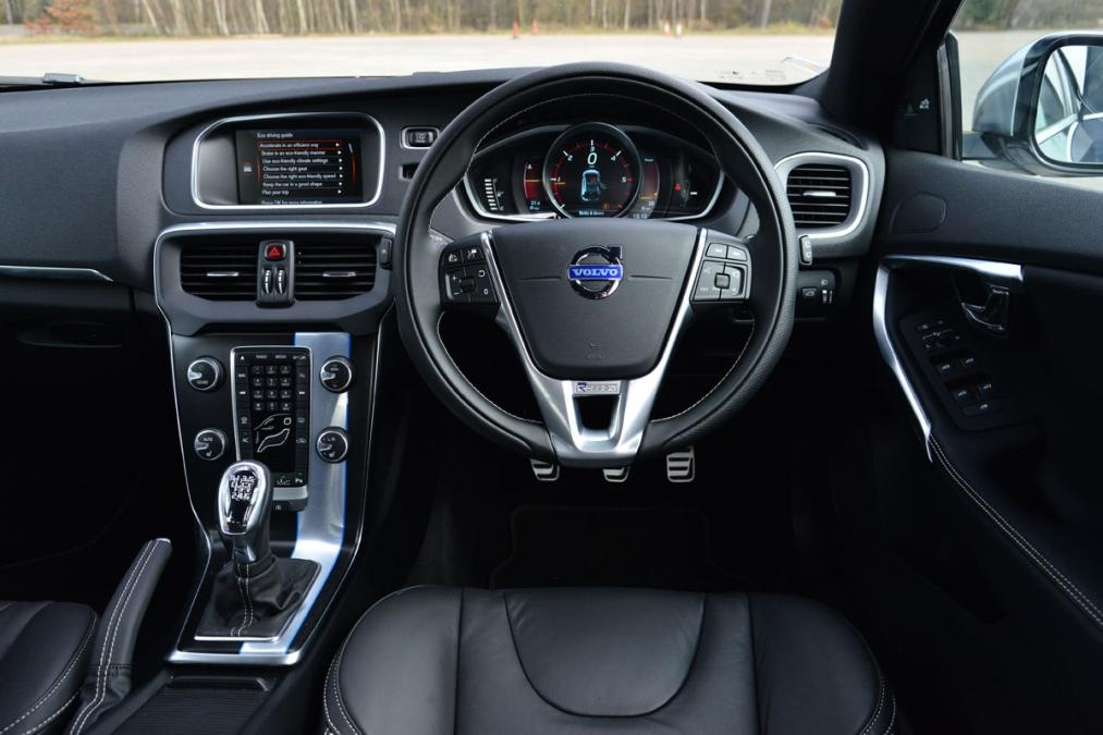 astonishing-design-of-the-black-dash-ideas-added-with-black-seats-ideas-as-the-volvo-v40-2016-interior