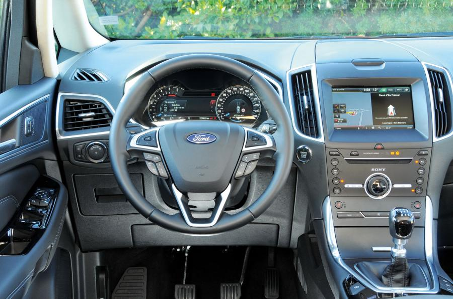 astonishing-design-of-the-silver-accents-dash-with-balck-steering-wheels-ideas-as-the-ford-s-max-2015-interior-ideas