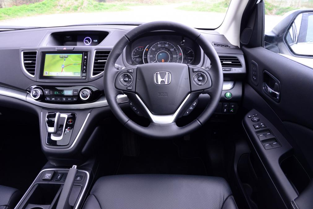 astonishing-design-of-tthe-black-and-silver-steering-wheels-ideas-with-black-dash-as-the-honda-cr-v-2015-interior