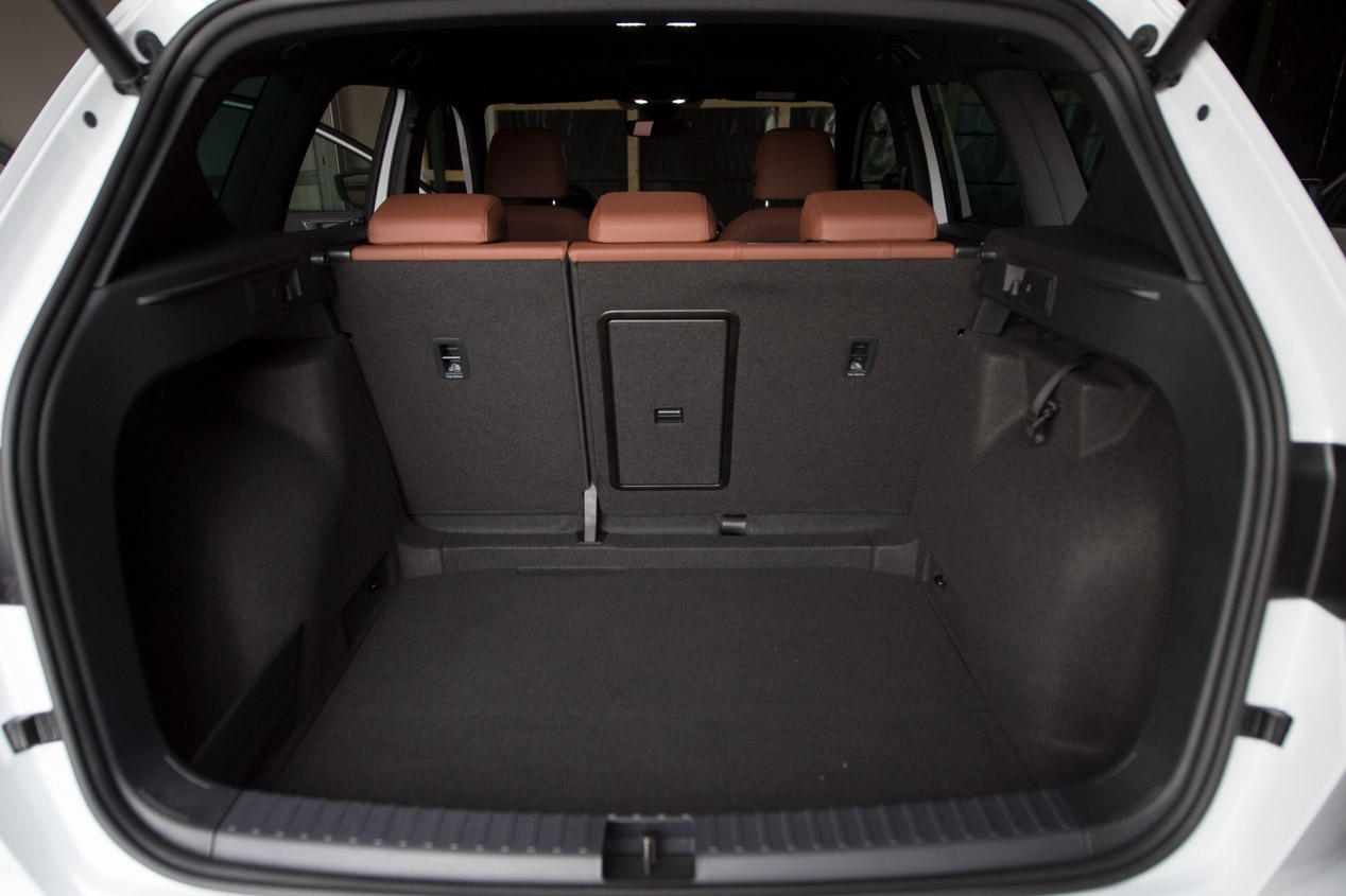 astounding-design-of-the-black-back-seats-ideas-with-brown-seats-as-the-seat-ateca-2016-interior-ideas