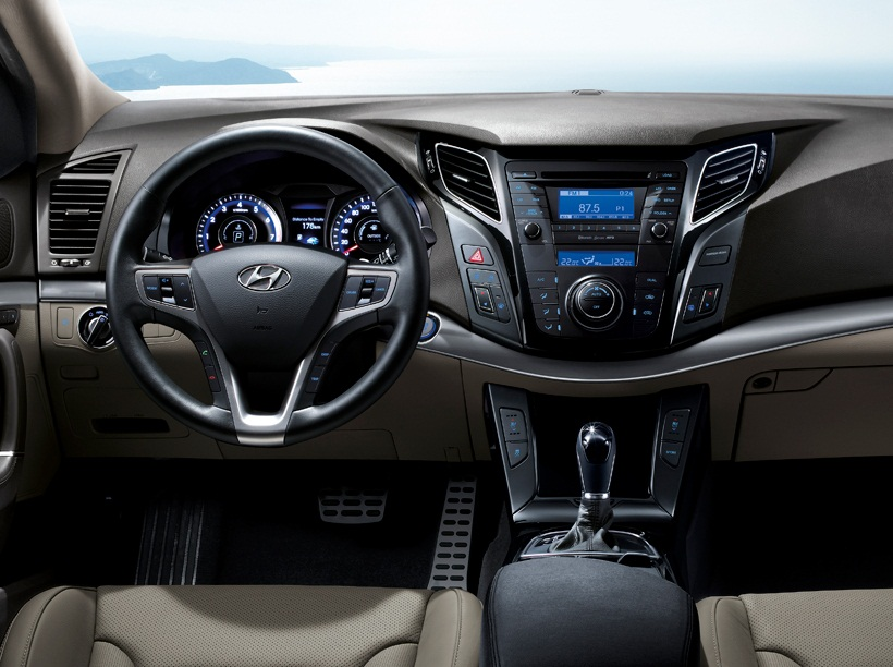 astounding-design-of-the-black-dash-added-with-grey-seats-idas-added-with-black-steering-wheels-as-the-peugeot-308-2014-interior