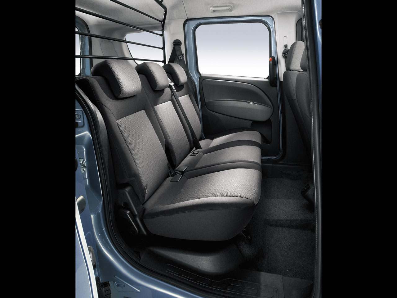 astounding-design-og-the-black-and-grey-leather-seats-ideas-with-grey-wall-ideas-as-the-fiat-doblo-2015-interior-ideas