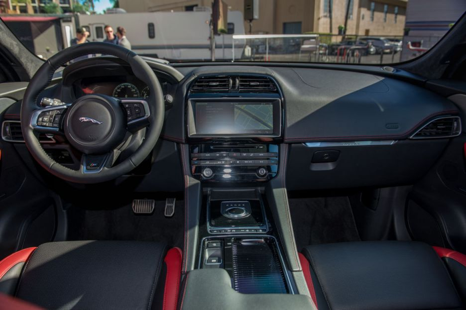 awesome-design-of-the-black-and-red-seats-ideas-with-black-dash-and-black-steering-wheel-as-the-jaguar-f-pace-2016-interior
