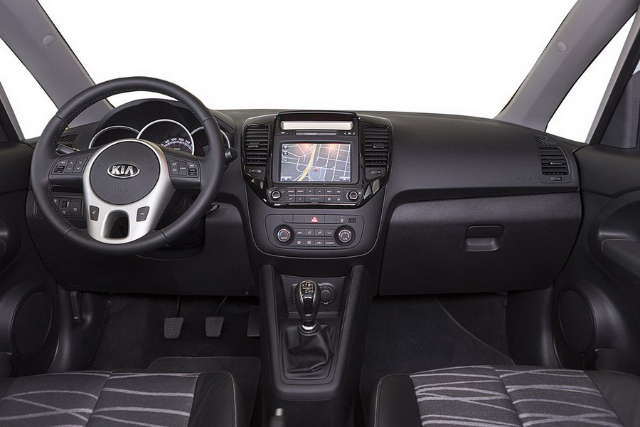 awesome-design-of-the-black-dash-idas-with-silver-steering-as-the-kia-venga-2015-interior