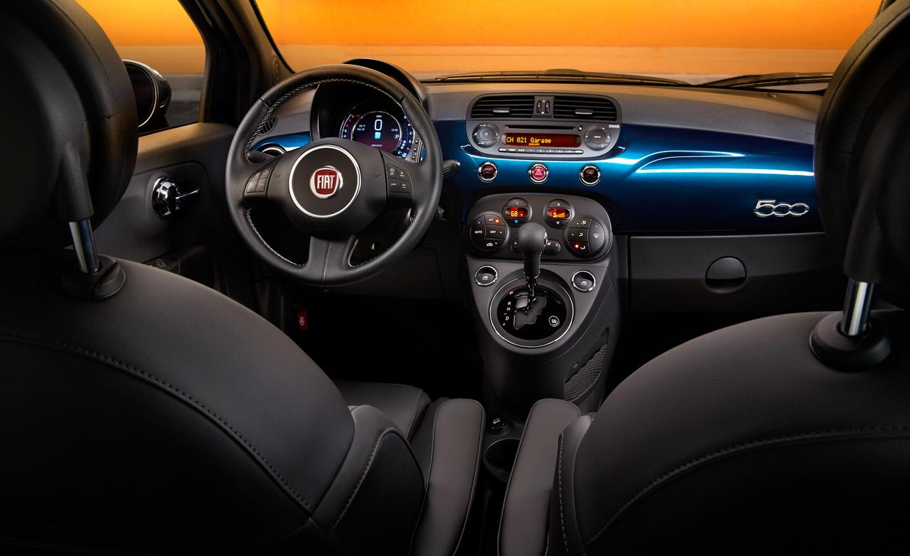 awesome-design-of-the-black-leather-seats-added-with-blue-dash-ideas-as-the-fiat-500x-2015-interior