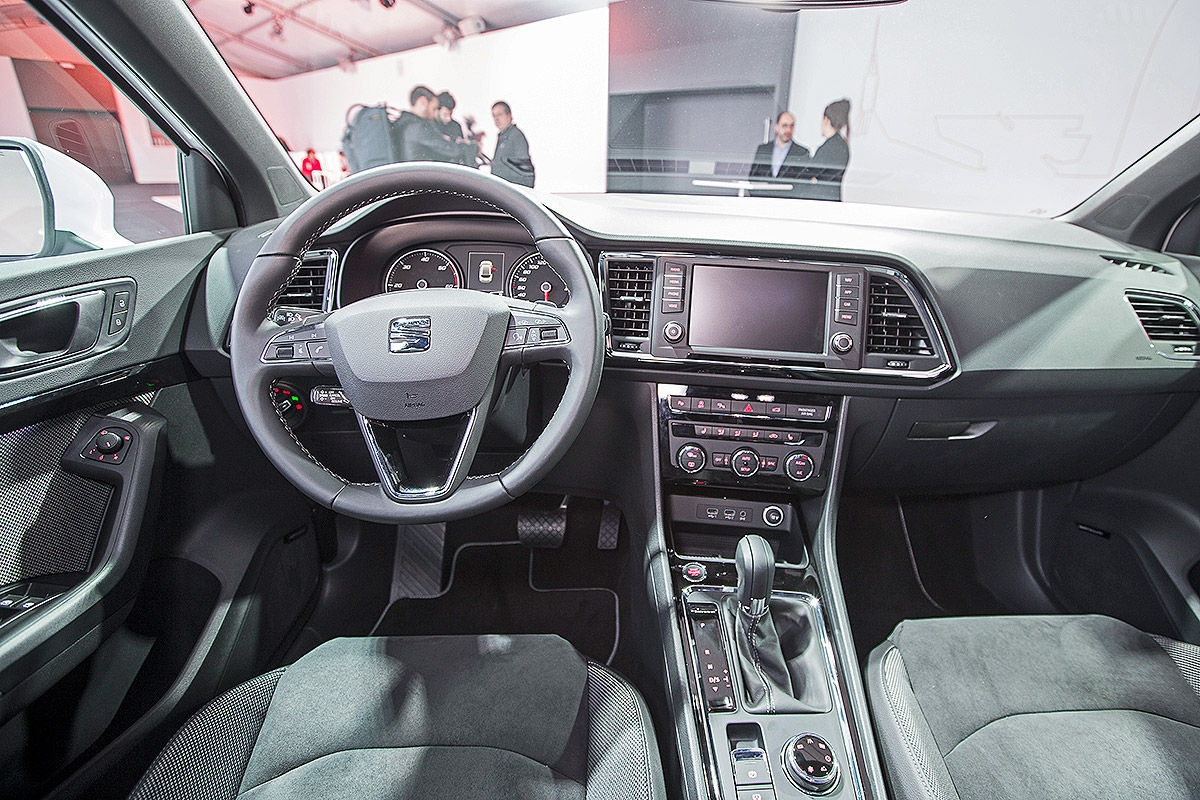awesome-design-of-the-grey-seats-ideas-with-grey-dash-as-the-seat-ateca-2016-interior-ideas