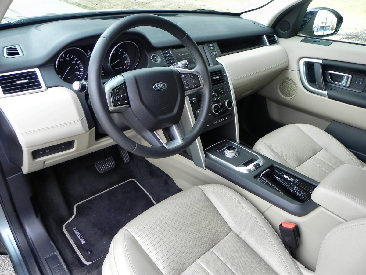 awesome-design-of-the-white-seats-added-with-white-and-black-dash-ideas-as-the-land-rover-discovery-sport-2015-interior