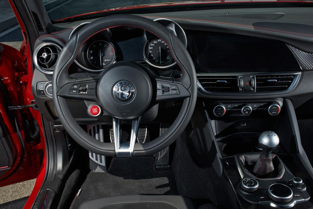 fantastic-design-of-the-black-dash-added-with-black-steering-wheels-as-the-alfa-romeo-giulia-2016-interior-ideas