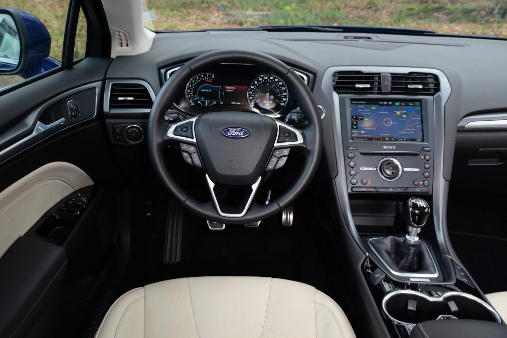 fantastic-design-of-the-black-dash-added-with-silver-accent-steering-wheels-ideas-with-white-seats-as-the-ford-mondeo-2015-interior-ideas