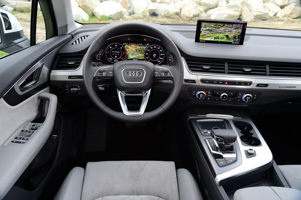 fantastic-design-of-the-black-dash-ideas-with-silver-accent-ideas-as-the-audi-q7-2015-interior