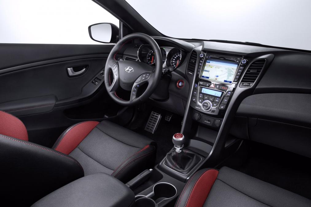 fantastic-design-of-the-red-and-black-seats-ideas-with-black-dash-ideas-with-white-silver-ideas-as-the-hyundai-i30-2015-interior