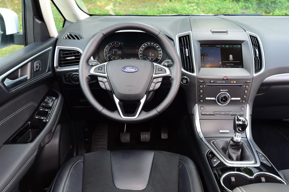 fantastic-design-of-the-silver-accent-dash-ideas-with-black-steering-wheels-ideas-as-the-ford-s-max-2015-interior
