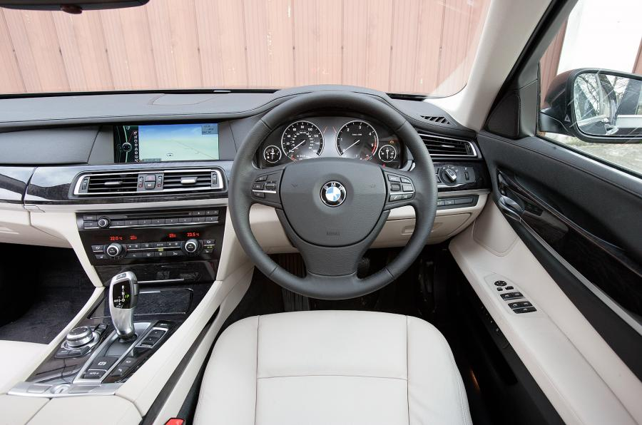 fantastic-design-of-the-white-seats-ideas-with-black-steering-wheels-as-the-bmw-7-series-2015-interior