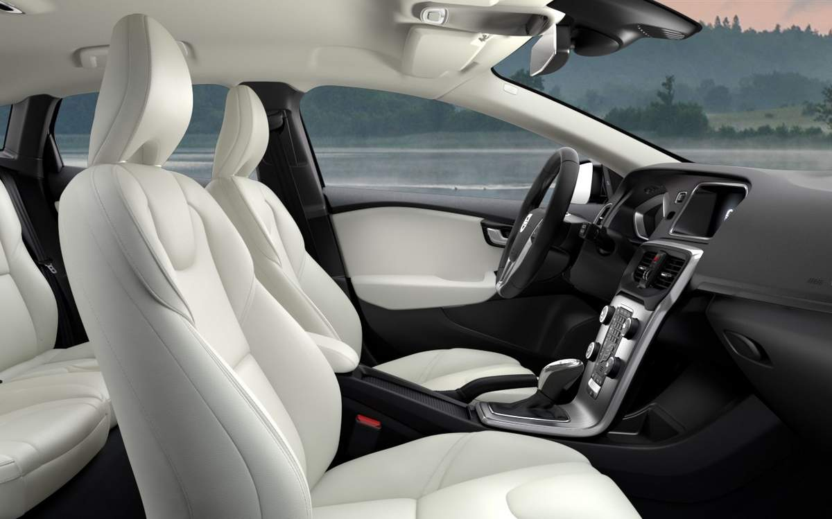 fantasticc-design-of-the-white-seats-ideas-added-with-black-dash-as-the-volvo-v40-2016-interior-ideas