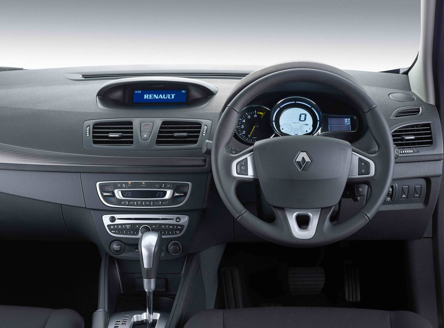 marvelous-design-of-the-black-dash-ideas-with-black-and-silver-accent-steering-wheels-ideas-as-the-renault-megane-hatch-2016-interior