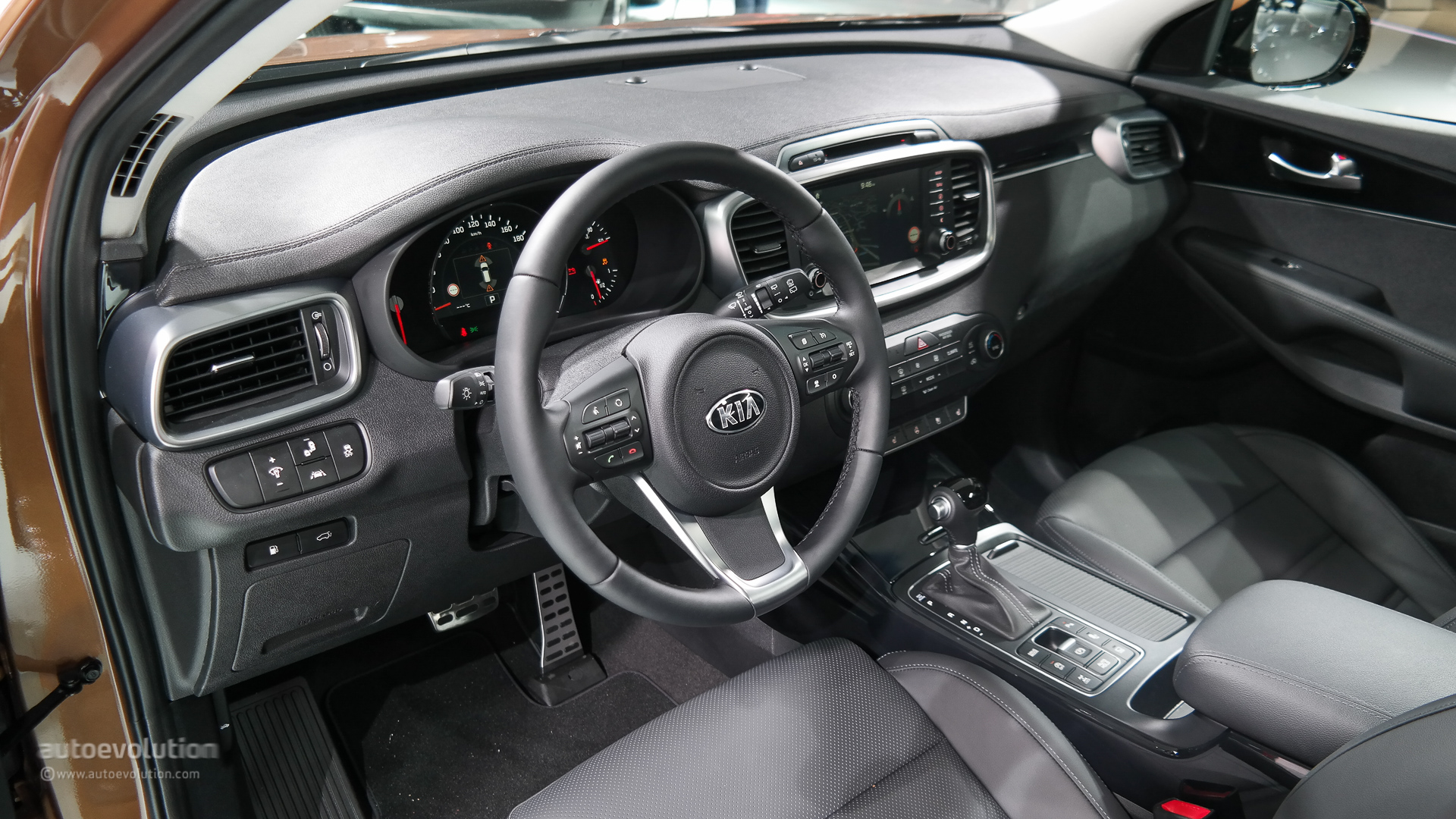 marvelous-design-of-the-black-seats-and-dash-ideas-with-black-steering-wheels-as-the-kia-sorento-2015-interior
