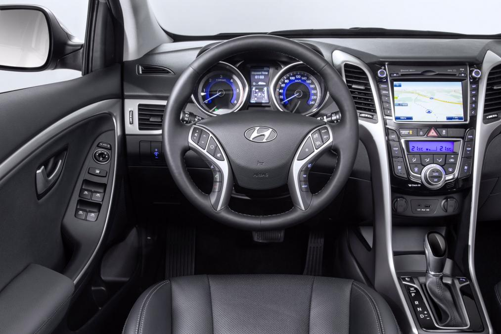 marvelous-design-of-the-black-seats-ideas-with-black-and-silver-accent-dash-ideas-as-the-hyundai-i30-2015-interior-ideas