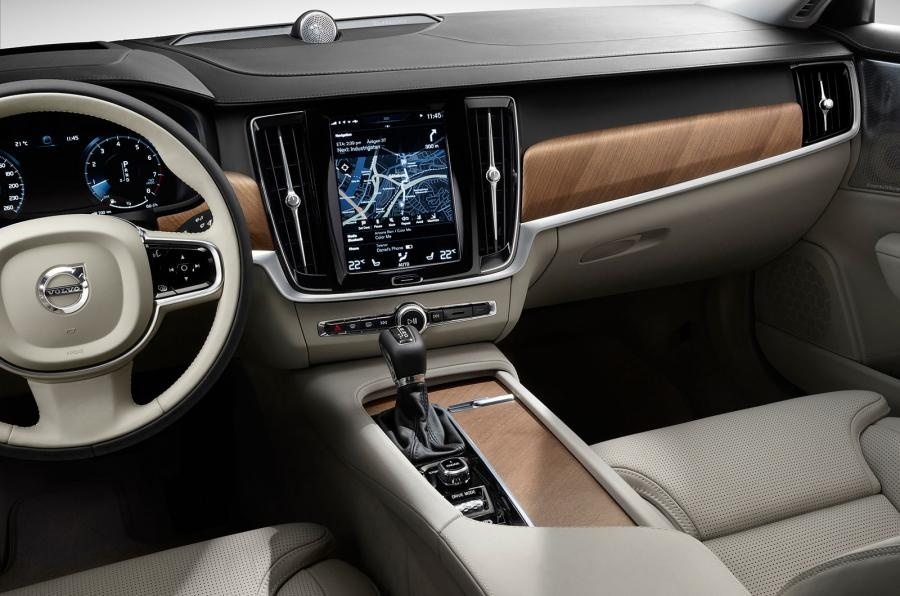 marvelous-design-of-the-brown-accent-dash-added-with-white-steering-wheels-as-the-volvo-v90-2016-interior