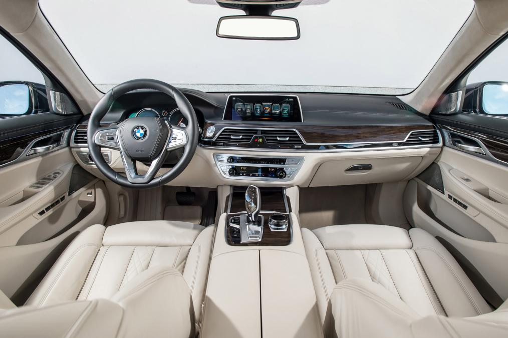 marvelous-design-of-the-white-seats-ideas-with-black-dash-added-with-white-steering-wheels-as-the-bmw-7-series-2015-interior