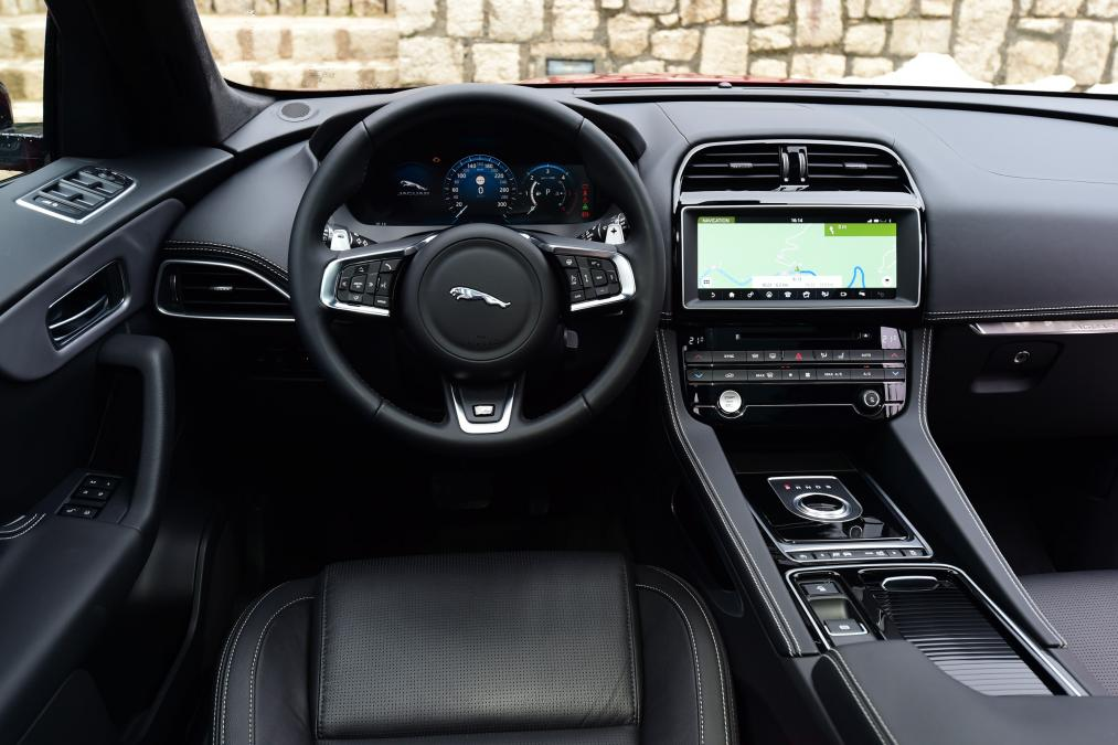 stunning-design-of-the-black-dash-added-with-black-steering-wheels-added-with-jaguar-f-pace-2016-interior-ideas