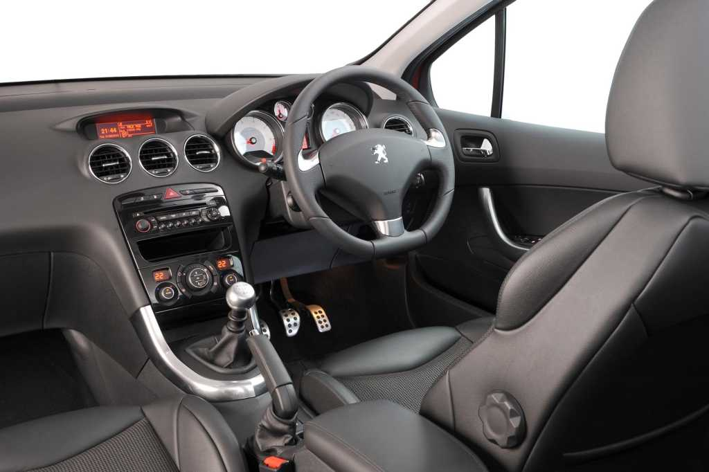 stunning-design-of-the-black-dash-and-brown-seatas-ideas-with-silver-dash-accent-as-the-peugeot-308-2014-interior
