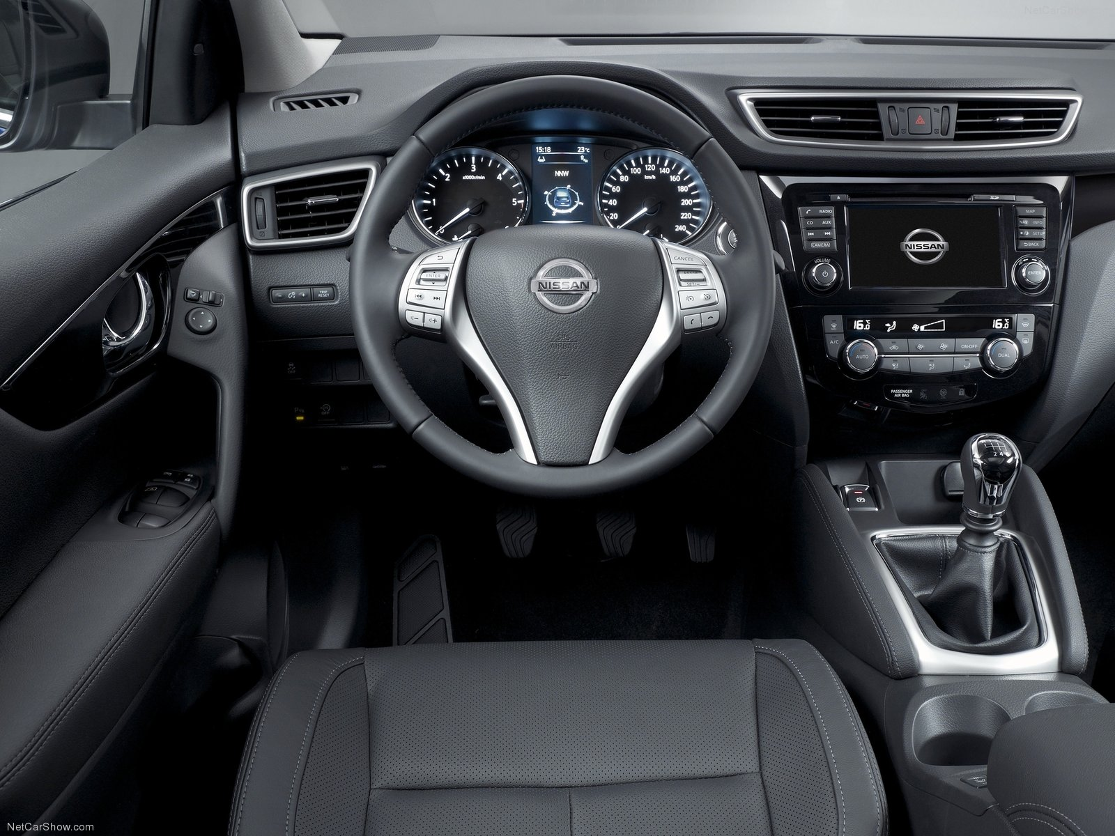 stunning-design-of-the-black-dash-ideas-with-black-steering-wheels-as-the-nissan-qashqai-2014-interior-with-silver-accents