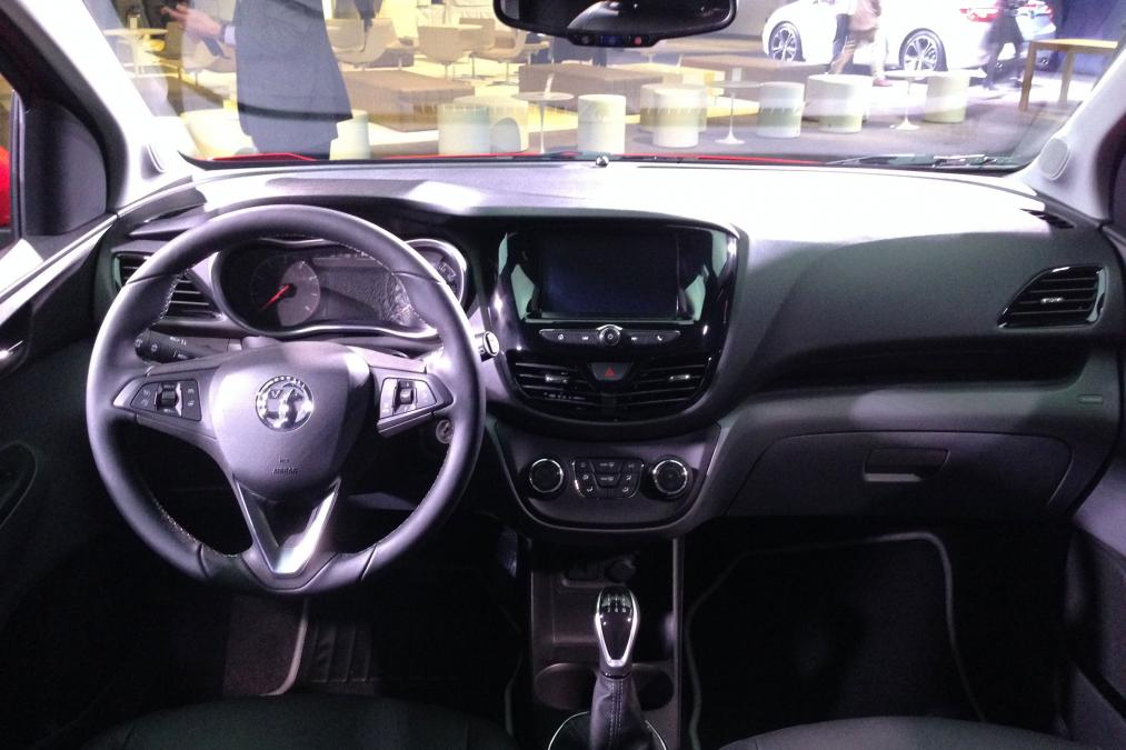 stunning-design-of-the-black-dash-ideas-with-black-steering-wheels-as-the-vauxhall-viva-2015-interior