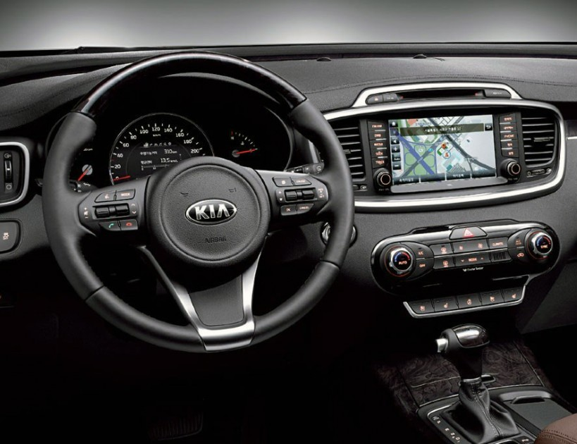stunning-design-of-the-black-dash-with-black-and-silver-accents-steering-wheels-as-the-kia-sorento-2015-interior