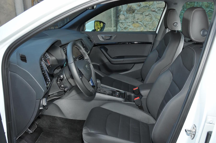 stunning-design-of-the-grey-and-black-seats-ideas-with-black-steering-wheels-as-the-seat-ateca-2016-interior-ideas