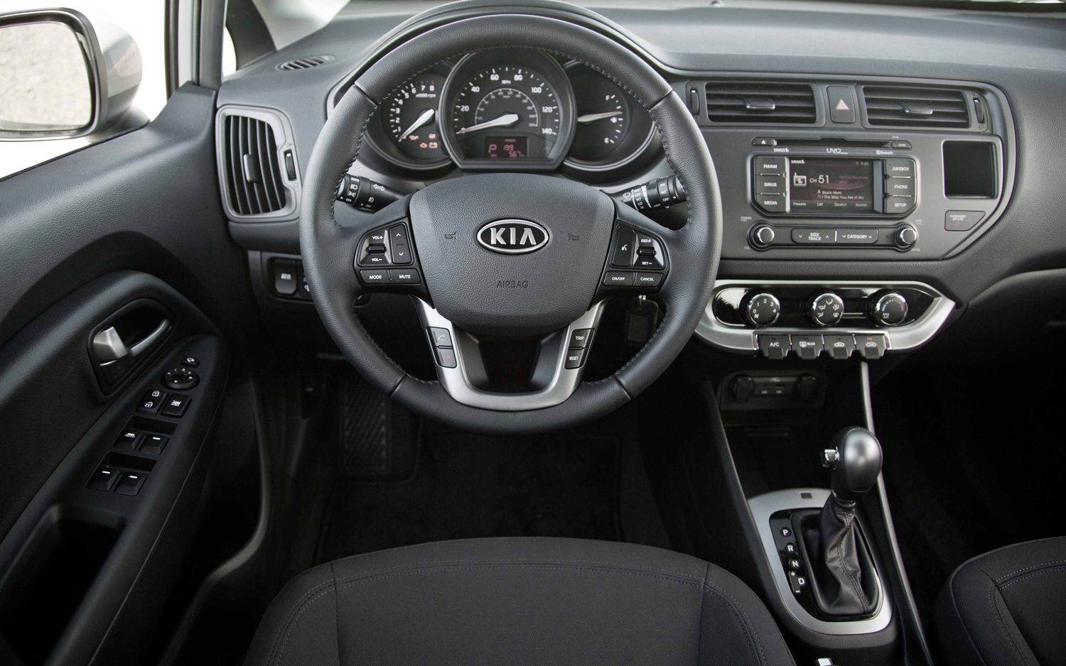 stunning-design-of-the-grey-dash-ideas-with-grey-steering-wheels-added-with-black-seats-ideas-as-the-kia-rio-2015-interior