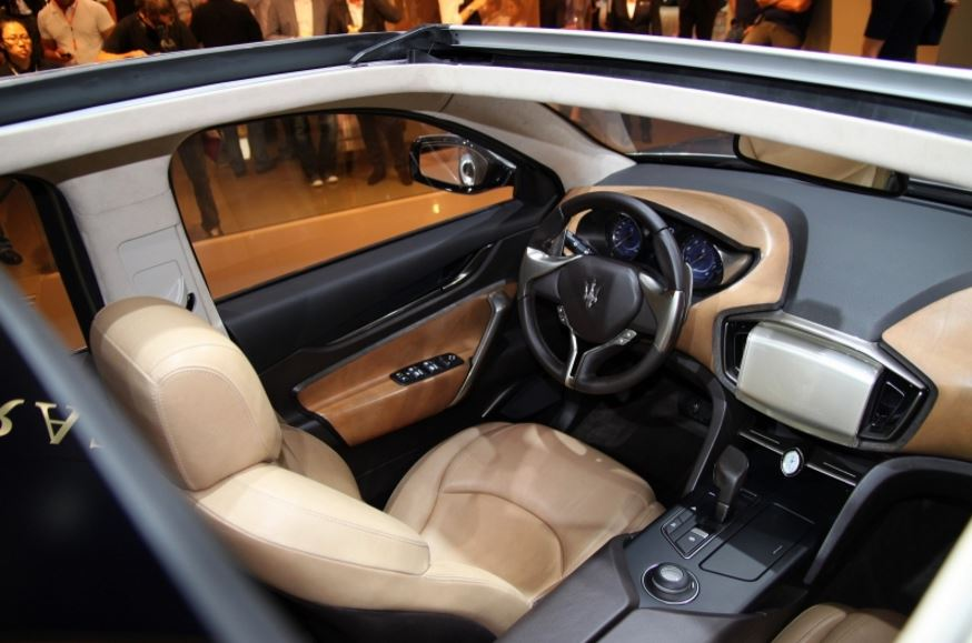 stunning-design-of-the-maserati-levante-2016-interior-with-white-seats-ideas-with-black-and-brown-dash-ideas