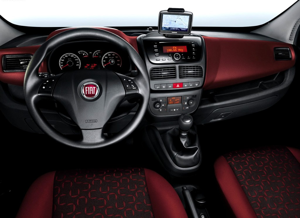 stunning-design-of-the-red-maroon-and-black-dash-and-seats-ideas-as-the-fiat-doblo-2015-interior
