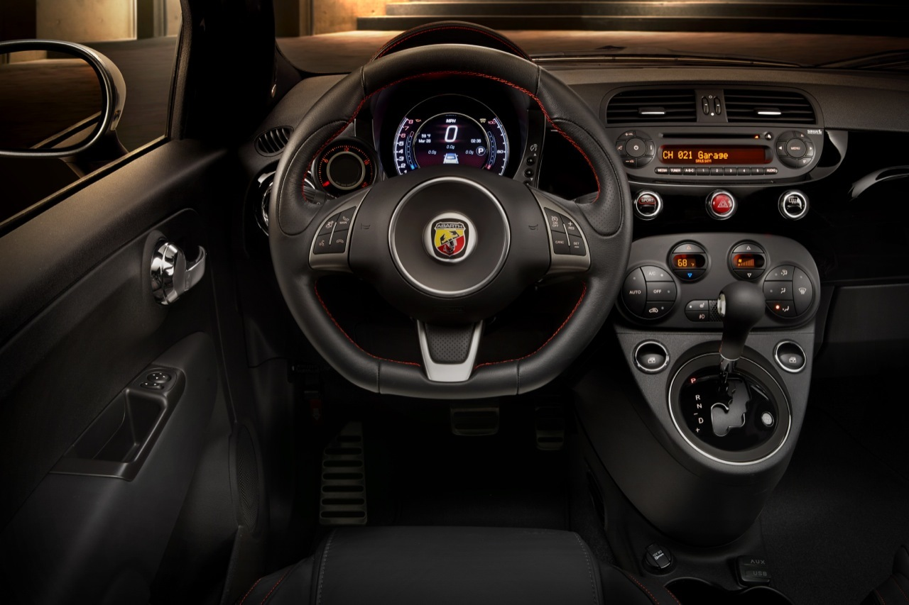 superb-design-of-the-black-seats-and-black-dash-ideas-as-the-fiat-500x-2015-interior-ideas